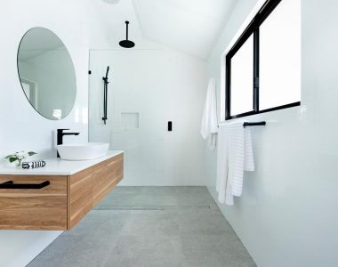 simple bathroom with tiles and wood